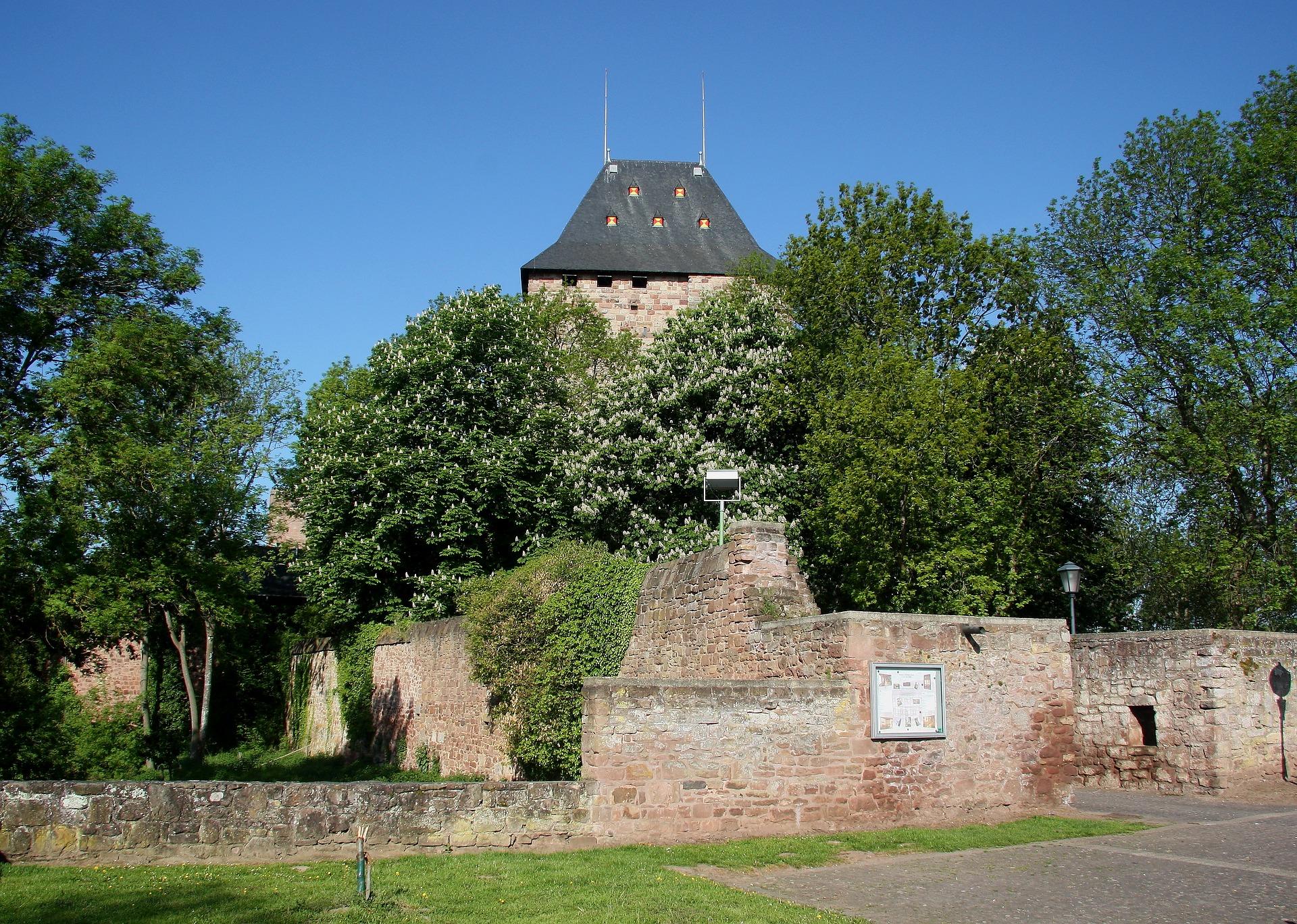 Familientag auf Burg Nideggen: Was war vor und nach dem Mittelalter?